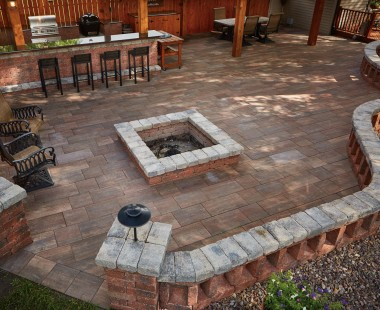 Summit Stone<sup>®</sup> Landscape Units Offer Flexibility in Creating Outdoor Living Space