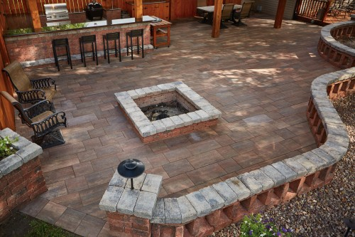 Summit Stone® Landscape Units Offer Flexibility in Creating Outdoor Living Space