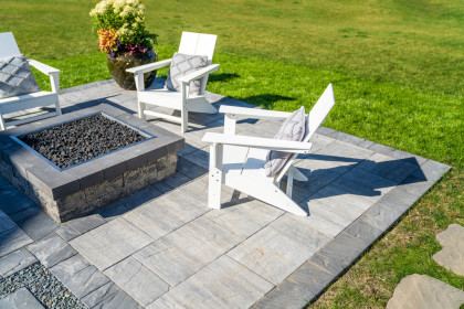 Contemporary Vantage™ Pavers Elevate Mid-Sized Patio to Another Level