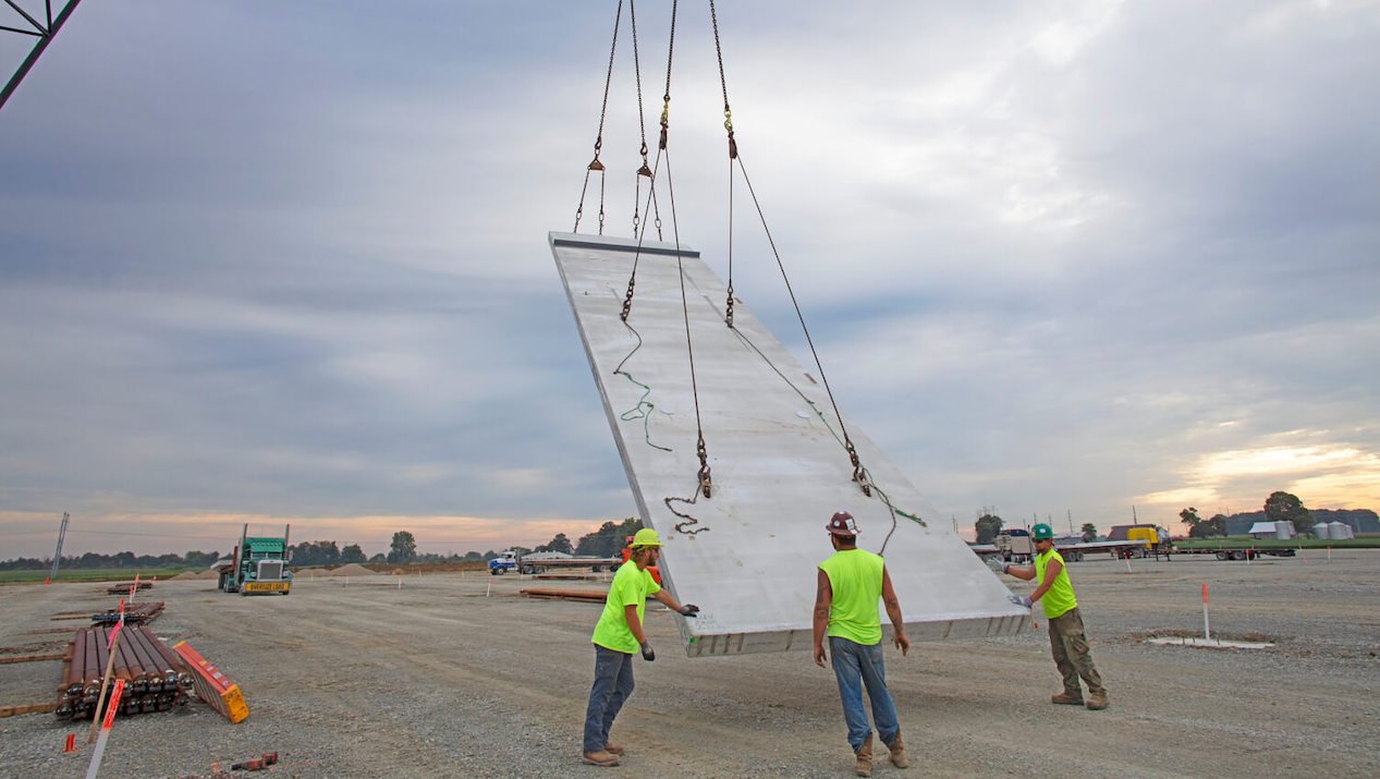 County Materials Supplies Insulated Sandwich Walls for  Expansive Mount Comfort Logistics Center