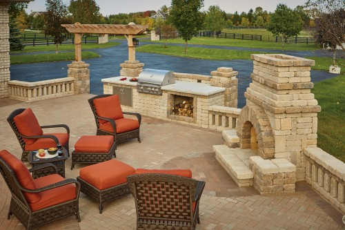 Summit Stone Transforms Decade-Old Patio with Trending Hardscape Additions