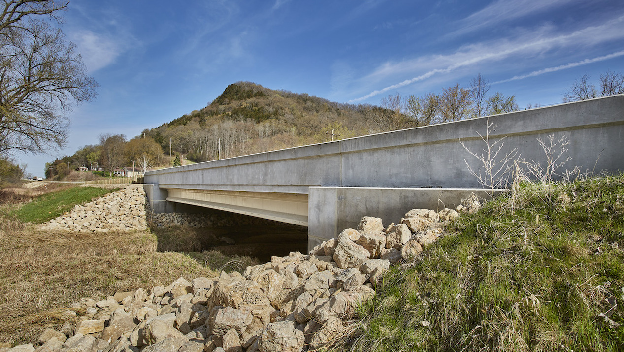County Materials' Prestressed Bridge Girders Installed within 15 Minutes to Keep Traffic Flowing