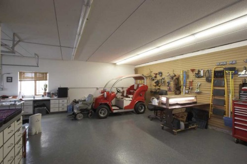 Private Residence with Workshop/Garage