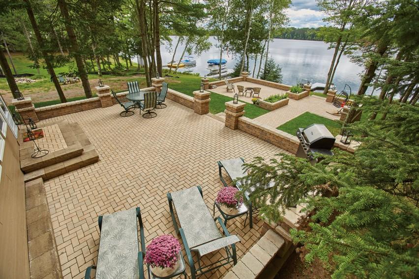 Lake Side Masterpiece: Weaver Road Residence